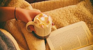 books-hot-chocolate-cosy-reading