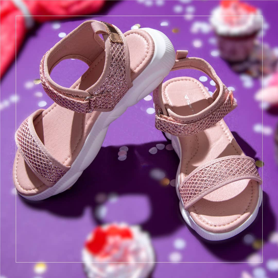 1.FAME FOREVER Girls Textured Sandals