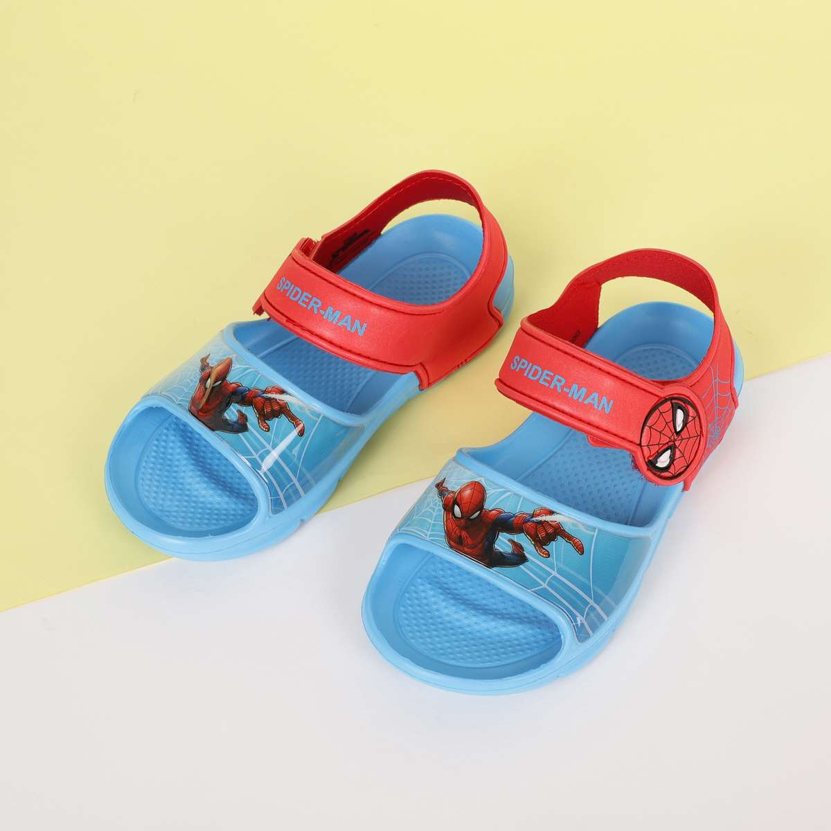 2.FAME FOREVER Boys Spiderman Print Velcro Strap Sandals