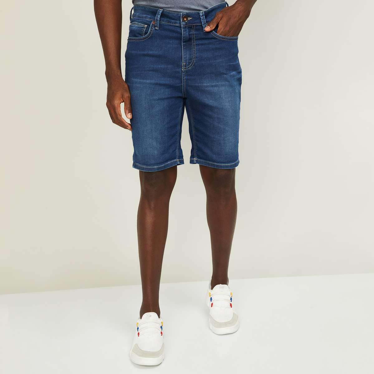 2.UNITED COLORS OF BENETTON Men Stonewashed Slim Fit Denim Shorts
