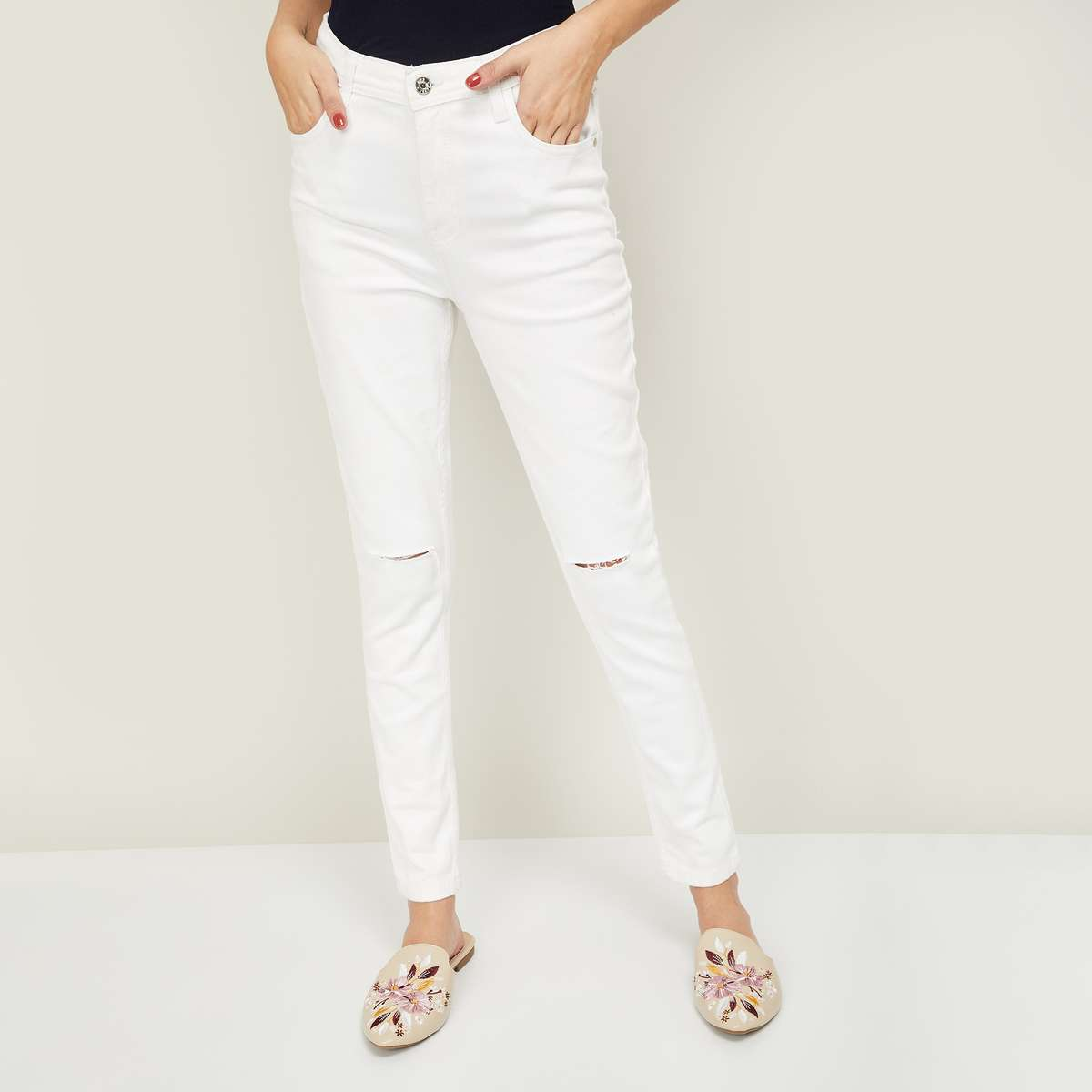 7.AND Women Solid Regular Fit Jeans