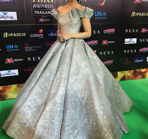 kriti-sanon-in-mark-bumgarner-at-iifa-2018