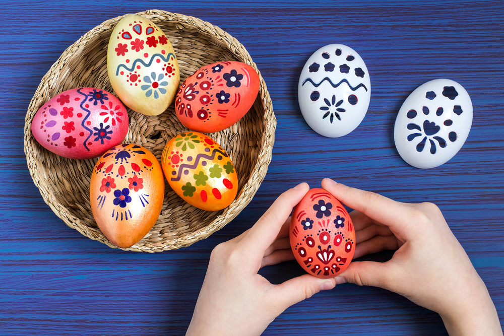 DIY Easter eggs with stencils