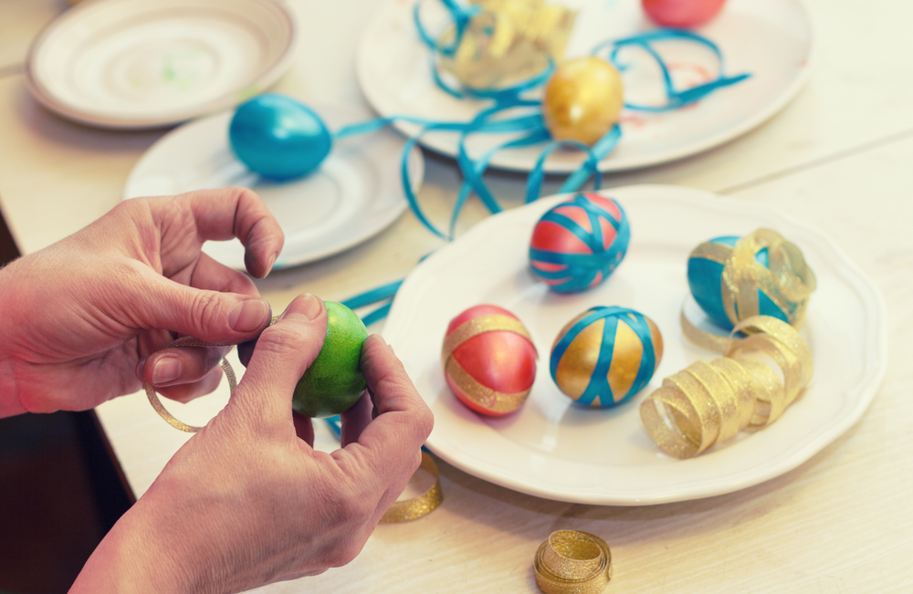 DIY Easter eggs with ribbons